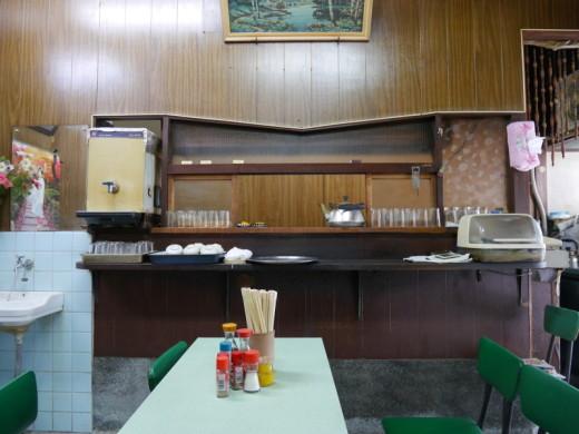 若葉食堂の店内